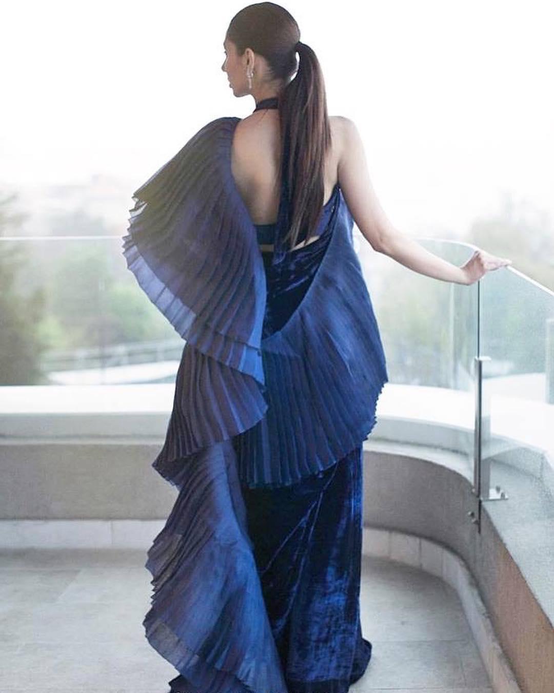 Mahira khan backless top
